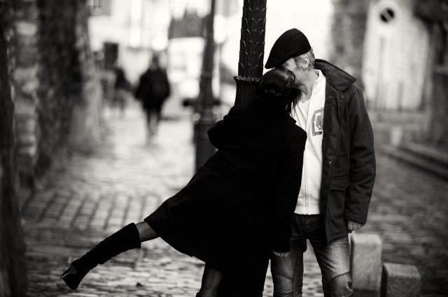 shooting photo en amoureux a montmartre paris